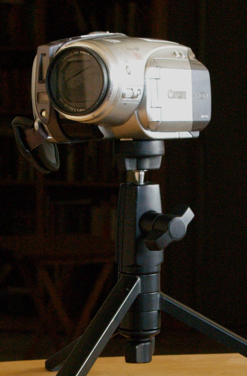 Plain Canon HV20